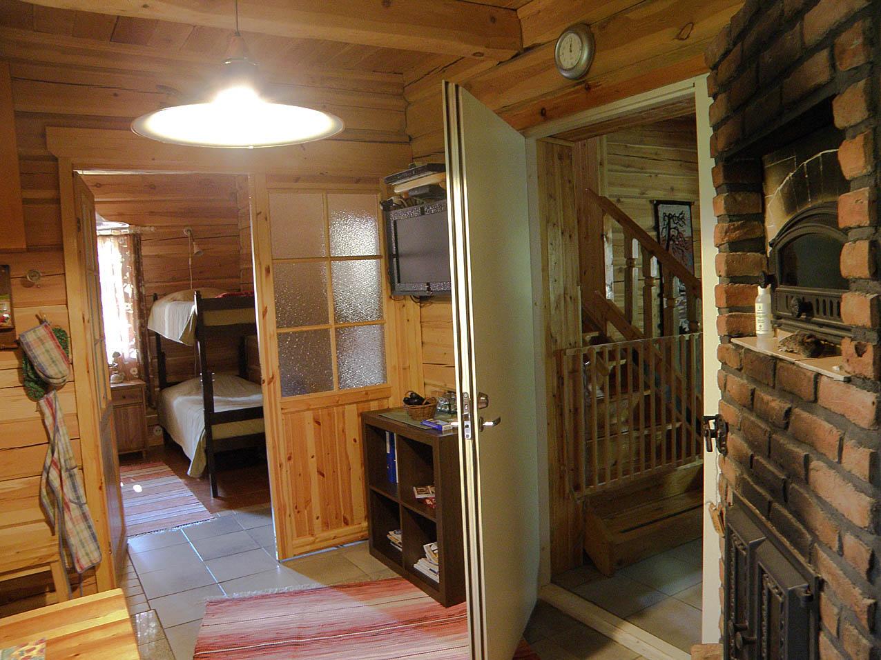 Väliovella voit yhdistää molemmat huoneistot yhdeksi.